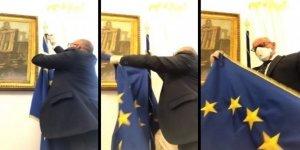 İtalyan siyasetçiler AB bayraklarını indirmeye başladı