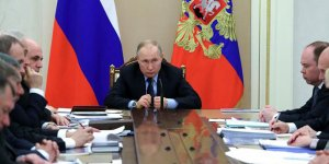 Putin'in kabinesinde 3. kişi koronavirüse yakalandı