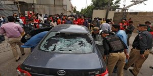 Pakistan'ın Karaçi kentinde borsaya silahlı saldırı düzenlendi!