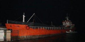 İzmir'de durdurulan bir gemide 276 düzensiz göçmen yakalandı