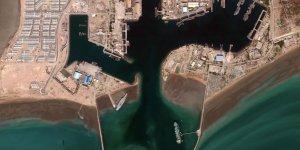 İran'ın maket uçak gemisi uydudan görüntülendi
