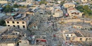 Ermenistan, Gence'de sivilleri vurdu, 2 bina yerle bir oldu!