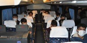 Samsun'da sahte kimlik ve seyahat izin belgesi kullanan 25 Afgan göçmen yakalandı