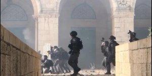 İsrail askerleri, Kıble Mescidi'ne gaz ve sis bombaları ile saldırdı! Çok sayıda yaralı var