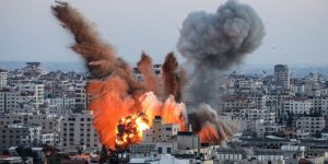 Gazze Şeridi'nde bakanlık binaları bombalanarak yerle bir edildi