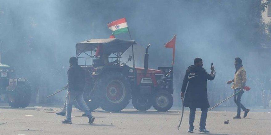 hindistanda-protestocu-ciftciler-1-subatta-duzenlenecek-parlamento-yuruyusunu-iptal-ett-001.jpg