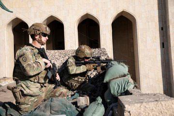 irak-bagdat-abd-askerleri-sii-elcilik-gosteriler-iran-hasdi.jpg