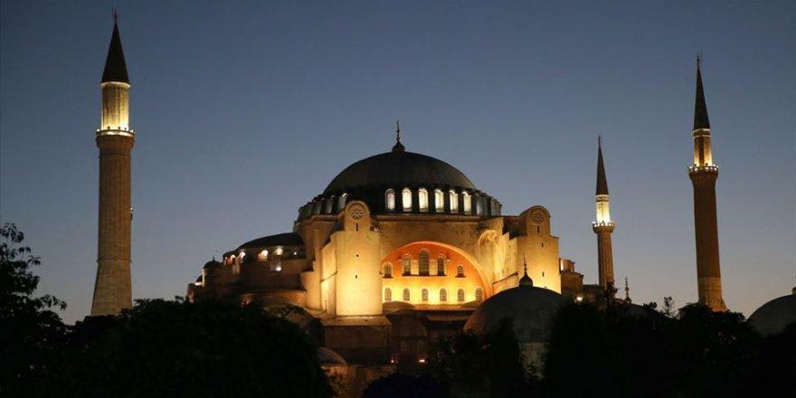 Ayasofya 86 yıl aradan sonra yeniden ibadete açıldı